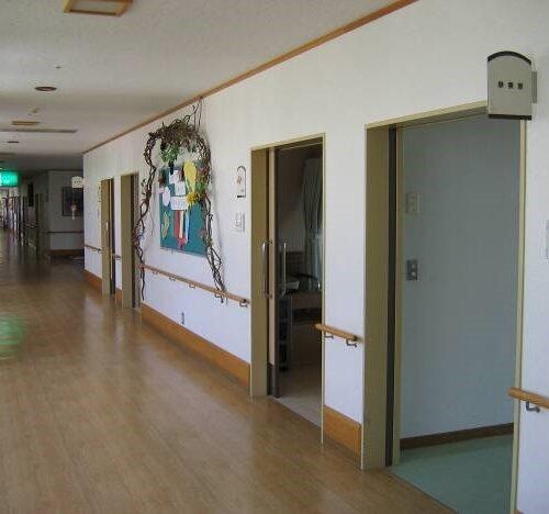 ホーム廊下